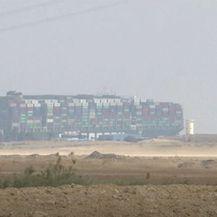 Sueski kanal i dalje blokiran - 2