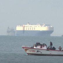 Sueski kanal i dalje blokiran - 4