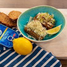 Sardine s premazom i klicama na kruhu