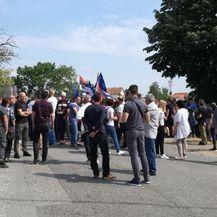 Srbijanskim radikalima i Šešelju policija blokirala prolaz do sela Hrtkovci (Foto: Anita Martinović)