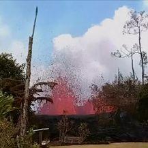 Lava u dvorištu (Video: Reuters)