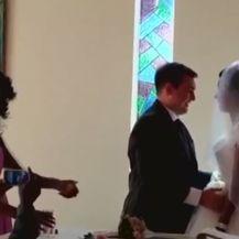 Vjenčali se pet dana nakon napad krokodila (Foto: screenshot/Reuters) - 4