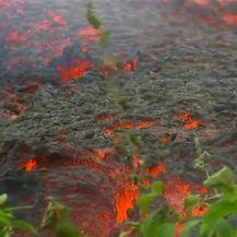 Uz zaglušujuću buku, nova pukotina otvorila se u vulkanu na Havajima (Video: Reuters)