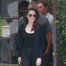 Angelina Jolie u cipelama s visokom potpeticom - 4