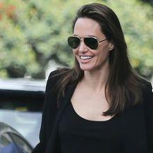 Angelina Jolie u cipelama s visokom potpeticom - 5