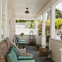 Kuća s lijepo uređenom verandom - 3