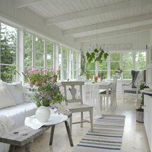 Kuća s lijepo uređenom verandom - 4
