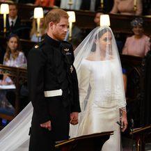Meghan Markle i princ Harry ispred oltara u kapelici sv. Jurja