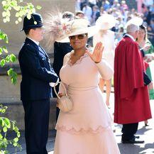Haljinu Stelle McCartney Oprah je upotpunila vintage šeširom Philipa Treacyja iz 2005. godine