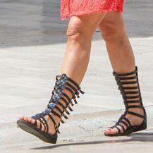 Brineta sa Straduna u visokim sandalama - 5