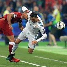 Dejan Lovren i Cristiano Ronaldo (Foto: Mike Egerton/Press Association/PIXSELL)