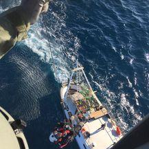 Spašavanje ribara s brodice (Foto: HGSS)