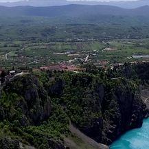 Modro jezero promijenilo boju (Video: Dnevnik Nove TV)