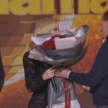 Jelena Rozga dobila buket od tate Sonje Kovač (Foto: Dnevnik.hr)