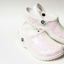 Bijele kroksice ukrašene svjetlucavim perlicama - 1