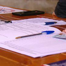 Prikupljanje potpisa za referndum (Foto: Dnevnik.hr)