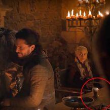 Starbucks šalica u kadru \'\'Igre prijestolja\'\' (Foto: Screenshot YouTube)