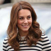 Catherine Middleton u kultnoj majici - 6