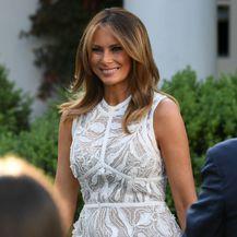 Melania Trump u \'goloj\' haljini modne kuće Elie Saab - 4