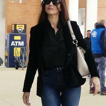 Monica Bellucci u uskim trapericama i \'ludim\' platformama - 2