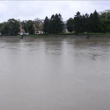 Vodostaj rijeke Kupe u Sisačko-moslavačkoj županiji i dalje raste (Video: Pixell)