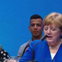 Angela Merkel na hrvatskom jeziku pozvala na izbore (Video: Dnevnik.hr)