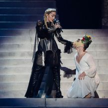 Madonna na 64. Eurosongu u kreaciji Jeana Paula Gaultiera