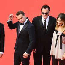 Brad Pitt, Leonardo DiCaprio, Quentin Tarantino i Margot Robbie (Foto: AFP)