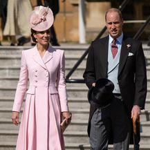 Catherine u kaput-haljini modne kuće Alexander McQueen