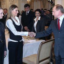 Vladimir Putin i Alina Kabajeva (Foto: AFP)