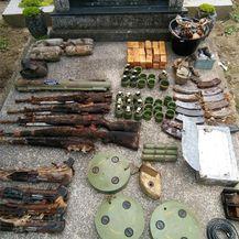 U grobu pronađena velika količina oružja (Foto: PU vukovarsko-srijemska) - 1