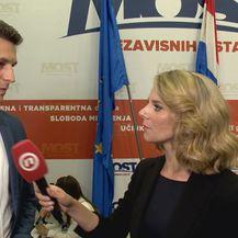 Predsjednik Mosta Božo Petrov razgovara s Paulom Klaić Saulačić (Foto: Dnevnik.hr)