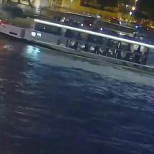 Najmanje osmero ljudi poginulo nakon što se u Budimpešti prevrnula turistička brodica (Video: Dnevnik Nove TV)