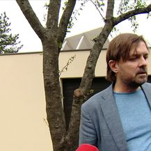 Milan Popović o sumnjivom predmetu ispred svojih ulaznih vrata (Video: Dnevnik Nove TV)