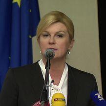 Predsjednica kritizira Vladu tijekom govora u Opatiji (Video: Dnevnik.hr)