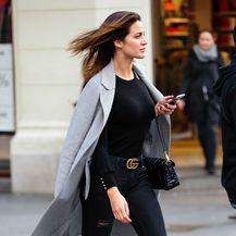 Street style brinete u uskoj odjevnoj kombinaciji - 4