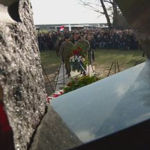Polaganje vijenaca na spomen-obilježje (Foto: Vijesti u 14h)