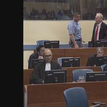 Ratko Mladić vikao tijekom izricanja presude (Screensto: Reuters)