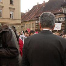 Kujundžića prosvjednici burno dočekali skandiranjem (Video: Dnevnik.hr)