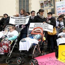 Prosvjed roditelja djece oboljele od spinalne mišićne atrofije na Markovom trgu (Foto: Patrik Macek/Pixsell) - 5