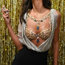 Skupcjeni grudnjak optočen dragim kamenjem Victoria's Secreta