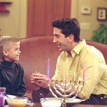 Cole Sprouse i David Schwimmer (Foto: Profimedia)