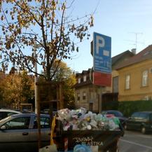 Zagreb zatrpan smećem (Foto: čitateljica Dnevnika.hr)