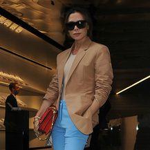 Victoria Beckham u predugačkim hlačama