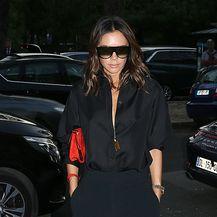 Victoria Beckham u predugačkim hlačama - 3