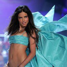 Adriana Lima (Foto: AFP)