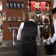 Dvije konobarice u ugostiteljskom objektu (Foto: Dnevnik.hr)