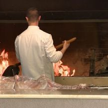 Priprema peći za janje (Foto: Dnevnik.hr)