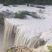 Bijeli mulj se slijeva u rijeku Pazinčicu (Foto: Dnevnik.hr) - 1