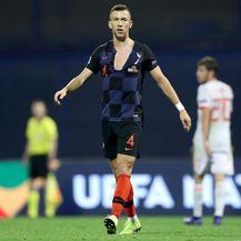 Ivan Perišić s potrganim dresom (Foto: Igor Kralj/PIXSELL)